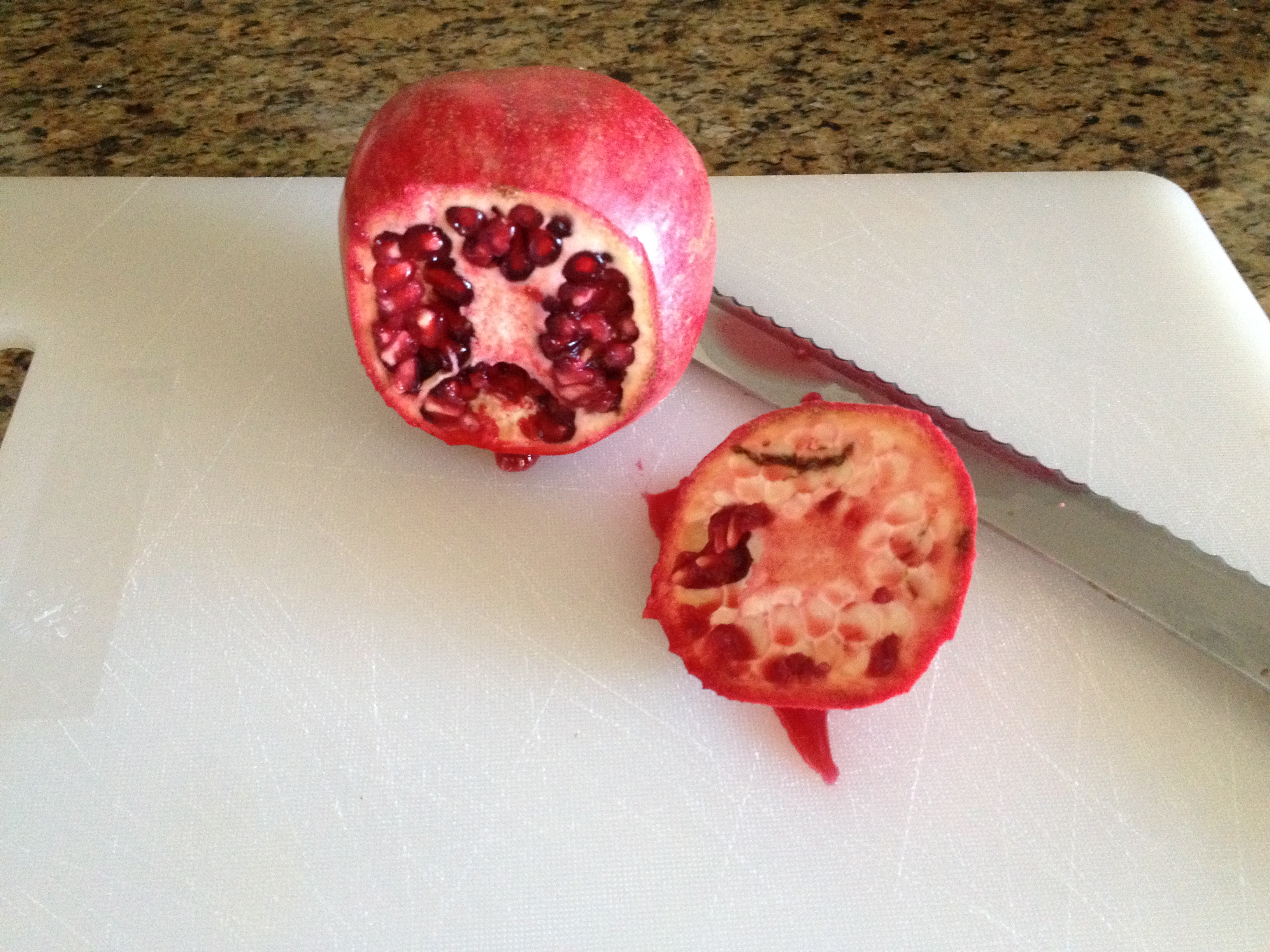 how to get pomegranate seeds out with water