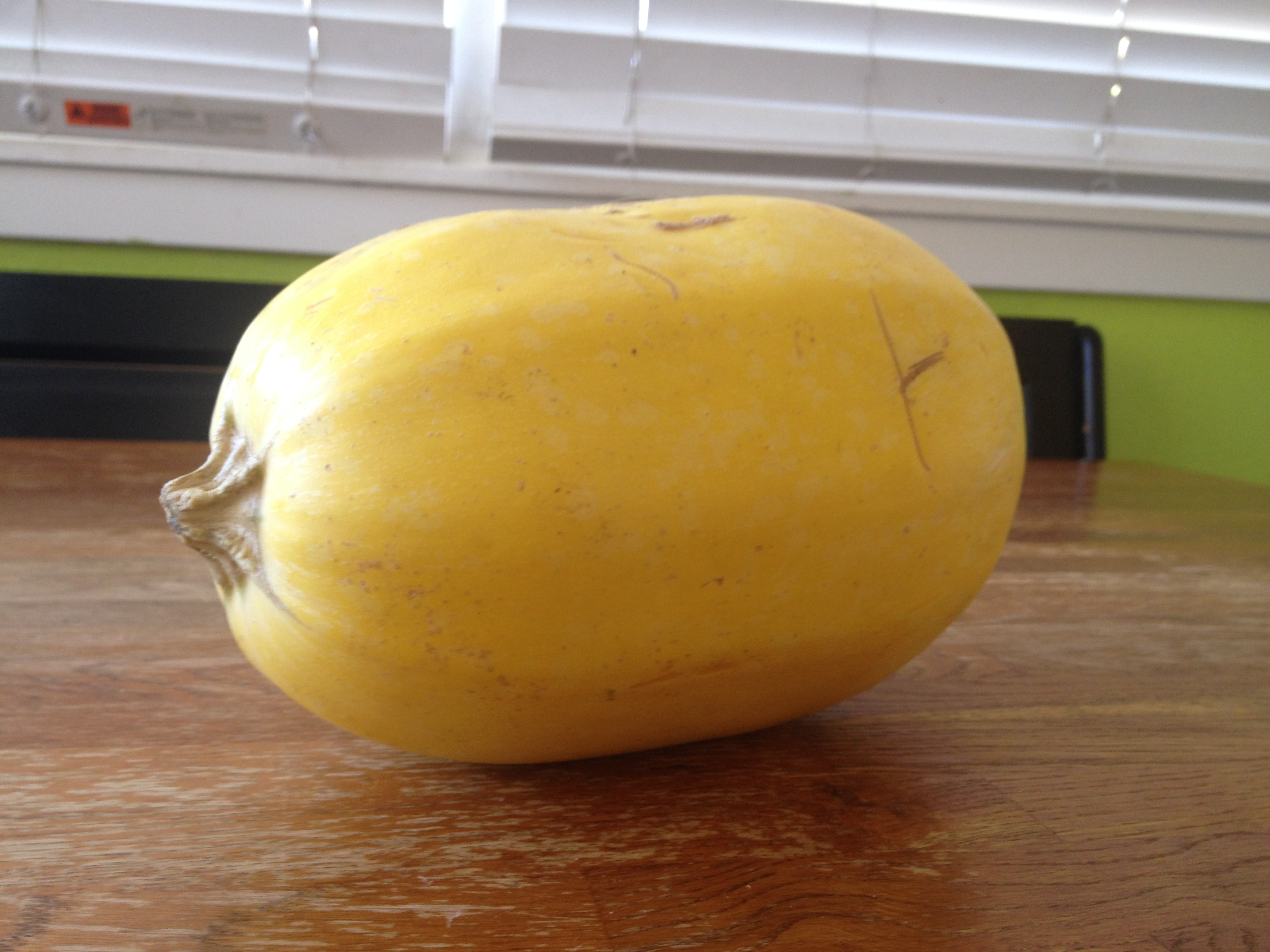 how to get seeds out of spaghetti squash